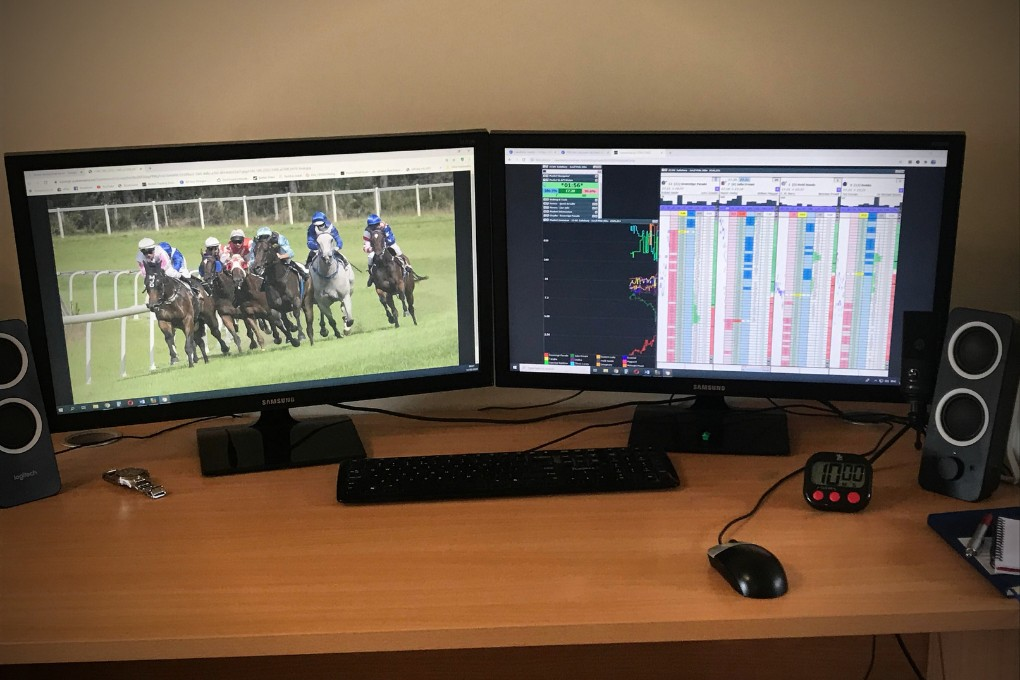 2 Monitors Desk Horse Race
